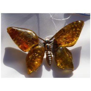Bursztynowy motyl z mosiądzu – Autorska broszka